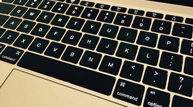 MacBookのキーボードが打ちにくい時は掃除機をかけてみよう